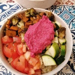 Quinoa bowl et houmous de betterave